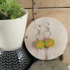boucles d'oreilles fleur orange polymère sur câble